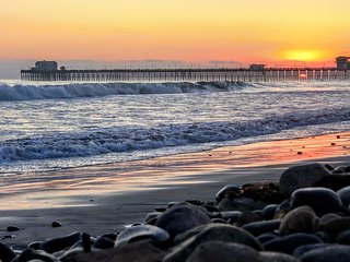 NEW-Home w/Huge Yard--Walk to Beach, Pier & Dining