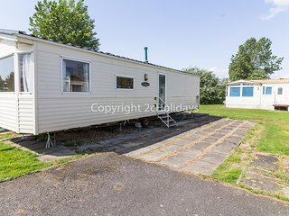 8 berth caravan for hire at Southview Holiday park Skegness ref 33014E