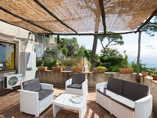 Ravello Il Nido with terrace and sea view