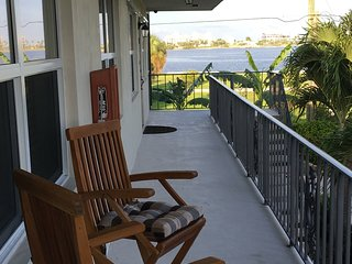 Water view Condo - Walking Distance To Everything!