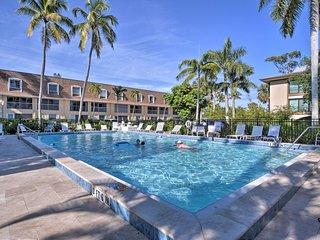 Naples Condo w/Pool - Walk to Dining & Beach