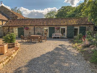 OWL COTTAGE all ground floor, on working farm in Helmsley Ref 931157