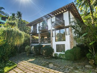 Villa espetacular com 7 suítes em condomínio com praia particular