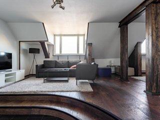 60m2 Luxury & Rustic Penthouse WeHost *Laivastokatu