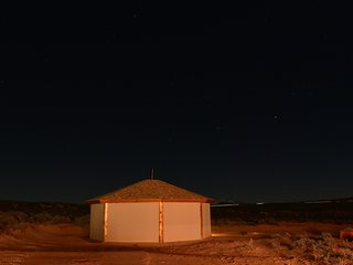 Antelope Navajo Hogan/Exclusive Hiking tour stay