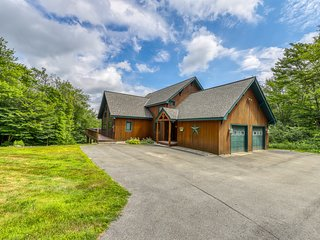 Stunning post & beam mountain home w/ private hot tub close to Okemo Resort!