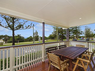 Bilinga Beachhouse - Bilinga/ North Kirra Beachfront - Min. 3 night stays!