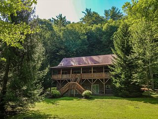 Hidden Serenity -3BR 2BA Home Near Boone W/Hot Tub, Gas F/P & Air Hockey!