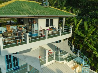GETAWAY VILLA NEAR PATONG BEACH WITH POOL BAR/FREE Wi-Fi