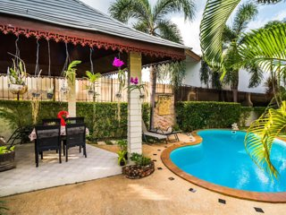 WONDERFUL VILLA W/POOL & OUTDOOR SPACE NEAR BEACH