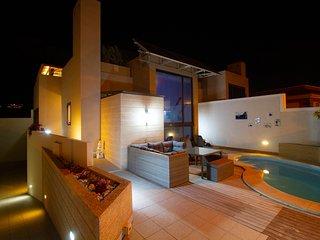 Luxury Villa Violeta 39, private pool, Jacuzzi, AC, parking, terraces