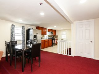 LUX QUEENS-3RD FL (4BEDR/2BATH)-Close to all-10min-JFK/LGA, 35min-Manhattan