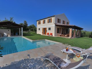 Private villa with pool, air-conditioning, wi-fi, Le Marche,Adriatic Coast