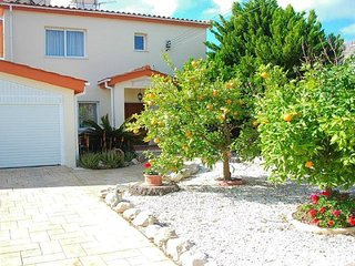 Detached 3 bedroom villa in Paphos, private pool, hot tub, bbq, great sea views