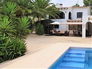 VILLA APARTMENT WITH PRIVATE POOL Newly renovated,close to amenities,coast, town