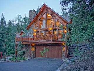 Quixotic Heights - A Picturesque Log Cabin
