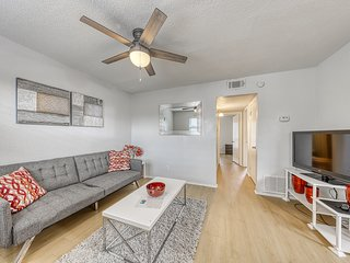 NEW LISTING! Central condo, near UT w/ shared pool - close to everything!