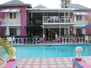 Pink Hibiscus Villa - Private Pool