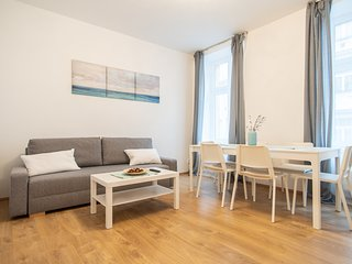 Minimalistic Apartment in Quiet Neighbourhood with Local Feel by easyBNB