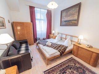 Retro two bedroom apartment near monastery and the river by easyBNB