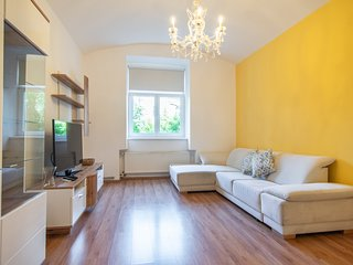 Colourful Zizkov two bedroom apartment near city centre by easyBNB