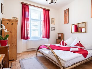 High-ceilinged flat with 2 bedrooms for 8 guests in quiet area by easyBNB