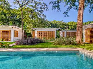 Great location Villa with terrace, saltwater pool and beautiful gardens!