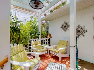 Dog-friendly condo w/shared grill & garden views- Snowbirds welcome!