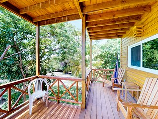 New listing! Cabin surrounded by nature w/ deck, garden and ocean views