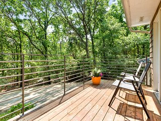 Spacious home near the water w/ a furnished balcony, partial bay views, & bikes!