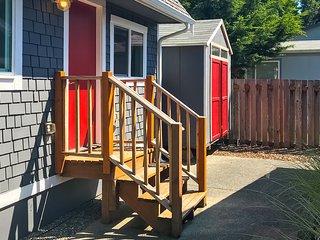 Beautiful, dog-friendly cottage retreat w/ free WiFi & a full kitchen!