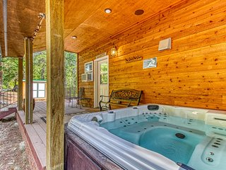 Secluded cabin in the woods w/ hot tub & wrap-around deck