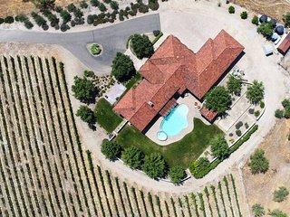 Beautiful Villa W/ Stunning Views, Privacy & More!!