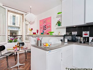 Authentic Montmartre Chic One Bedroom - ID# 258