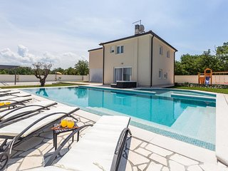 Four bedroom house Vilanija (Umag) (K-17623)