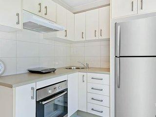 Cosy Light-filled 1 Bedroom Unit near Chatswood | Sleep 4 ppl | NRV445