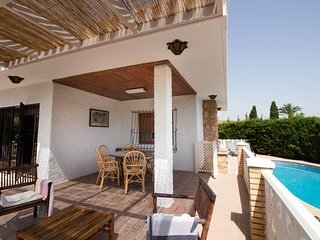 Family-friendly villa by beach, private garden and pool with sun loungers