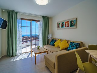Los Cristianos Apartment with Sea Views and Pool
