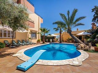 Villa de 5 hab, vistas al mar y a 1.5km de Ibiza