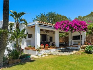 3 bedroom Villa with Pool and WiFi - 5047904
