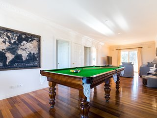 Hideout in Rye - Luxury Family Retreat with Tennis Court, Pool, Spa, Fireplace