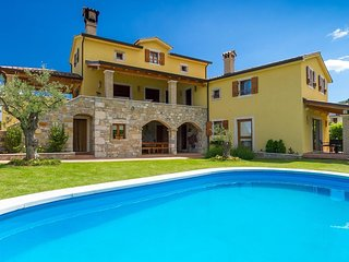 Villa Bacula with private pool, garden, free WiFi, free parking, quiet area