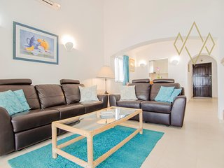 2 bedroom Apartment with Pool, Air Con and WiFi - 5489449