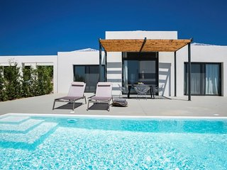 2 bedroom Villa with Pool, Air Con and WiFi - 5810752