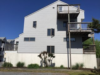 Perfect Location Dewey Beach Townhouse Near Beach  great Mon-Friday rates