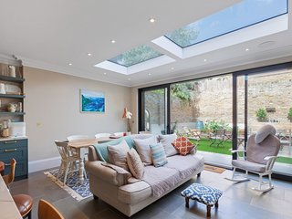 Stunning, Country-Chic 5-Bed House in Shepherd's Bush