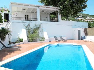 3 bedroom Villa with Pool, WiFi and Walk to Shops - 5810814