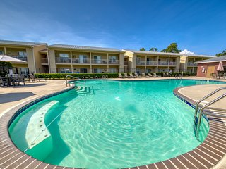 New Listing! Condo near beach w/ free WiFi, shared pool, & Snowbird Friendly!