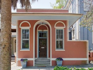 101 E Waldburg · Cozy Cottage just off of Forsyth Park