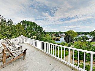 Historic 4BR/2BA S Bristol Anodyne House – Harbor Views, Sprawling Gardens